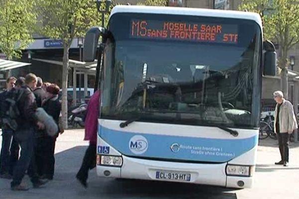 La nouvelle ligne d'autobus est inaugurée.
