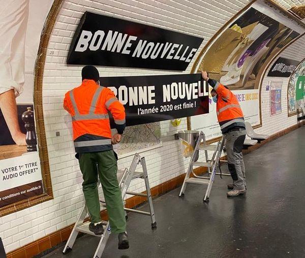 Les panneaux resteront jusqu'à la fin du service le 1er janvier 2021.