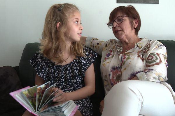Tarn - Brigitte, assistante familiale à son domicile avec Sarah, 8 ans. La fillette est arrivée chez Brigitte à l'âge de deux ans.