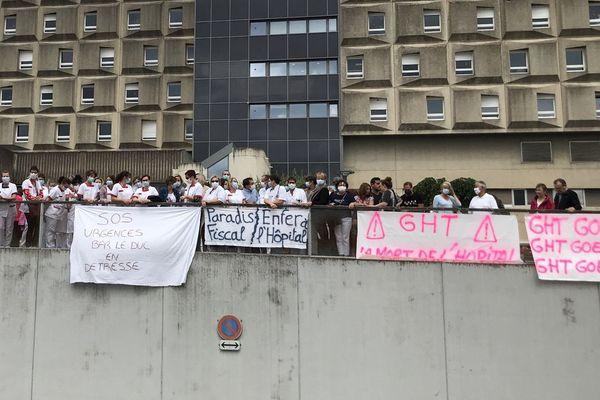 Ils étaient environ 150 réunis en début d'après-midi devant le centre hospitalier de Bar-le-Duc.