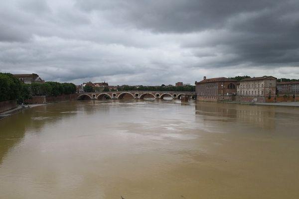 La Garonne, couleur boue à Toulouse
