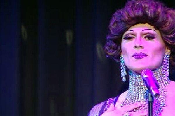 """ Shirley Bassey "" au Cabaret Saint Sabastien"