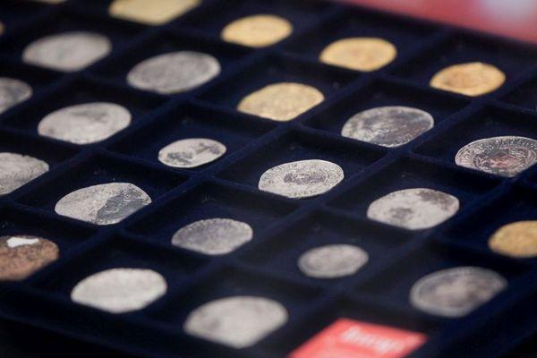 Monnaies en or et argent découvertes à Dijon lors de fouilles archéologiques