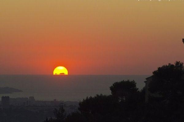 Le Mont Canigou visible au coucher du soleil, en février 2015 depuis Allauch !