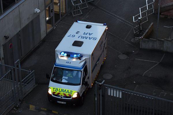"""Le département du Rhône dispose de 11 véhicules """"armés"""" pour réaliser des transports de patients Covid-19, avec des personnels disponibles affectés à chaque véhicule."""