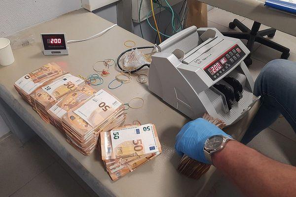 Au total quelques 3,5 millions d'euros confisqués aux trafiquants lors de cette opération d'envergure.