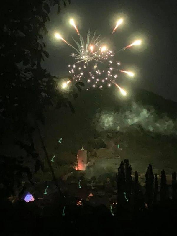 Le feu d'artifice de Kaysersberg, vu de plus loin.
