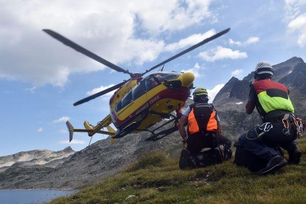 L'hélicoptère de la sécurité civile en Isère, Dragon 38, a été mobilisé pour survoler la zone.