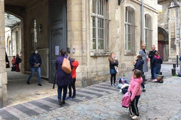 La rentrée des classes jeudi 14 mai 2020 dans une école de Dijon après deux mois de déconfinement