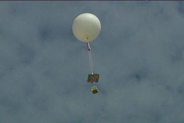 Les élèves du collèges Sainte-Marie de Déville-lès-Rouen ont procédé au lâcher de leur ballon dans la stratosphère.