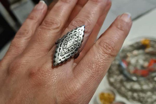 En plus des couteaux, Nicolas Lecomte propose également des bijoux.