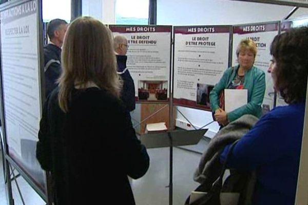 Les bureaux de l'unité éducative de milieu ouvert (UEMO) de Clermont-Ferrand ouvraient leurs portes lundi.