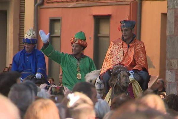 Melchior, Gaspard et Balthazar ont parcouru la ville à dos de chameau