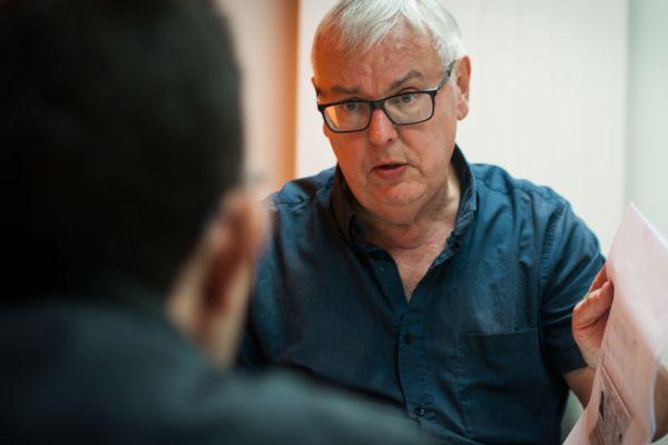Pierre, retraité et écrivain public.