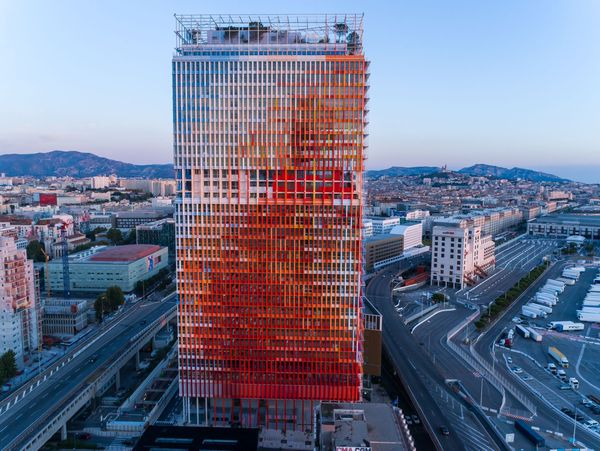 La Tour La Marseillaise à l'entrée de Marseille