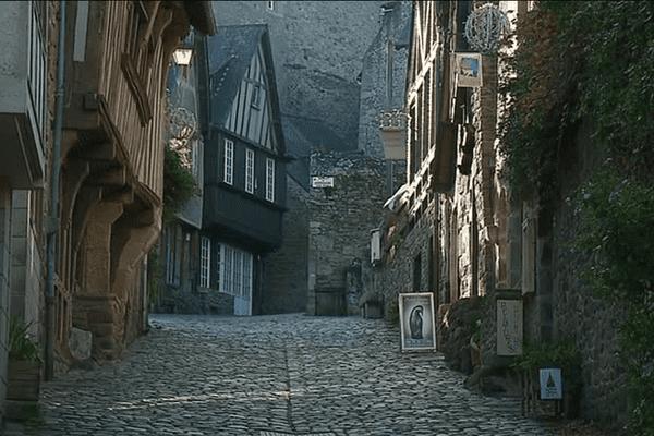 La rue du Jerzual à Dinan, qui grimpe du port à la vieille ville