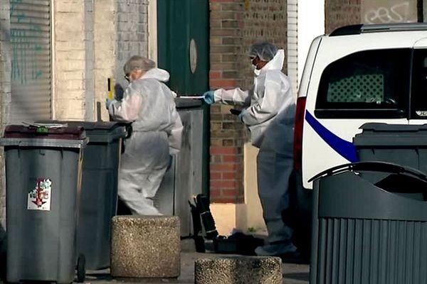 Les techniciens de la police se trouvaient encore sur les lieux ce dimanche matin, pour relever des indices.