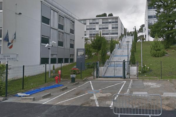 Les faits se sont déroulés en fin d'après-midi dans ce lycée polyvalent situé dans la banlieue sud de Paris.