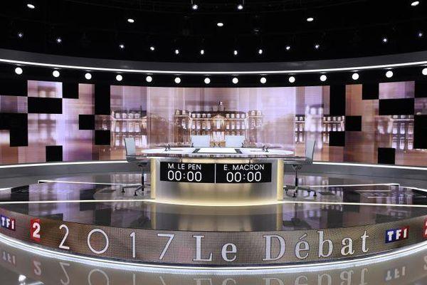 Le plateau du débat de l'entre-deux-tours qui opposera Marine Le Pen à Emmanuel Macron, le 2 mai 2017.