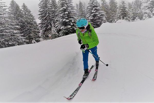 Justine Tonso est allée chercher une médaille de vice-championne du monde dimanche 10 mars à Villars-sur-Ollons en Suisse.
