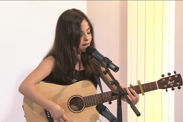 Kids tonic live par Printemps de Pérouges : Eva Perret, chouchou France 3