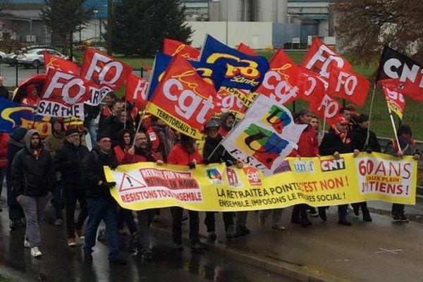 Environ 1 000 personnes ont défilé au Mans pour la journée du 12 décembre contre les retraites.