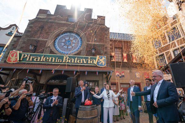 La famille Mack a inauguré l'attraction des Pirates de Batavia tout juste reconstruite, le 28 juillet 2020.