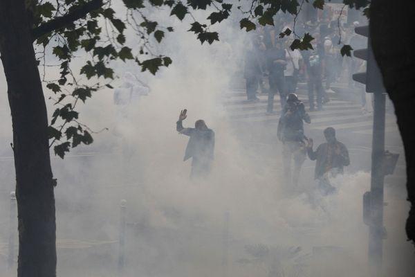 Au total, 184 rassemblements ont eu lieu sur l'ensemble du territoire et trois policiers ont été blessés.