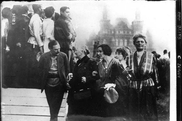 Au centre à gauche, Clara Zetkin, figure majeure de la révolution communiste en Allemagne.