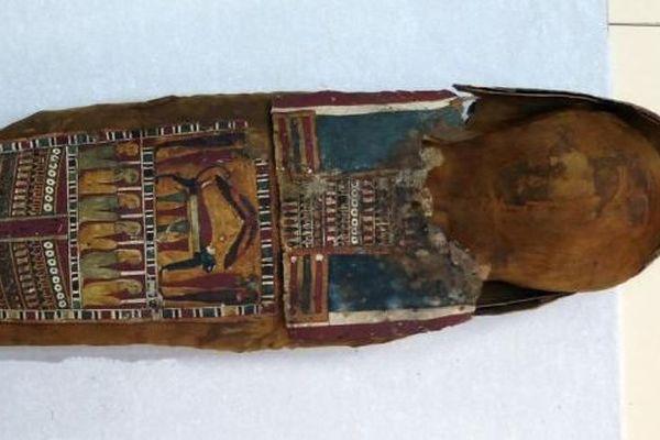 Promise à la décharge, la momie d'une petite fille égyptienne née quelques siècles avant Jésus-Christ va entrer au musée.