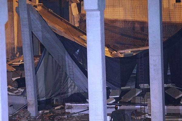Les dégâts sont importants, notamment sur la dalle de béton supportant l'édifice