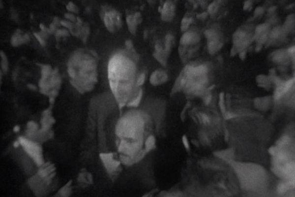 Montpellier - le candidat Valéry Giscard d'Estaing en campagne devant 8.000 supporteurs - 27 avril 1974.