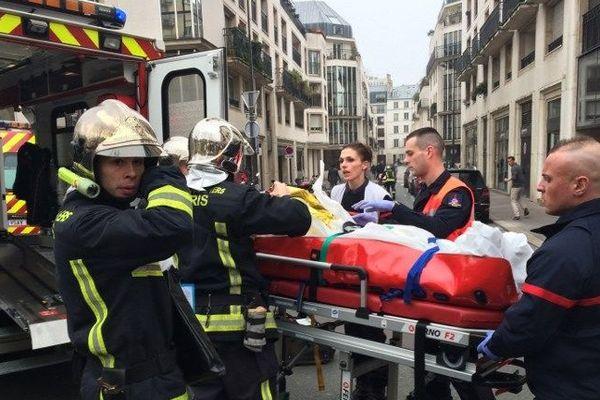 Une attaque meurtrière contre l'hebdomadaire satirique Charlie Hebdo à Paris a fait au moins 12 morts mercredi 7 janvier 2015