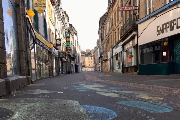 Pas un bruit dans les rues de Saint-Brieuc, les piétons sont restés chez eux.