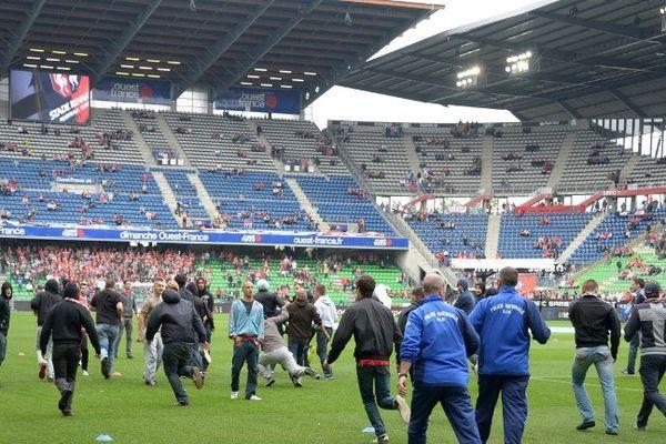 Une trentaine d'ultras a envaih la pelouse du Stade rennais près d'une heure avant le début du derby