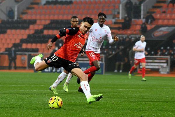 Le lorientais Enzo Le Fée lors du match aller contre Nîmes au stade du Moustoir le 13 décembre 2020