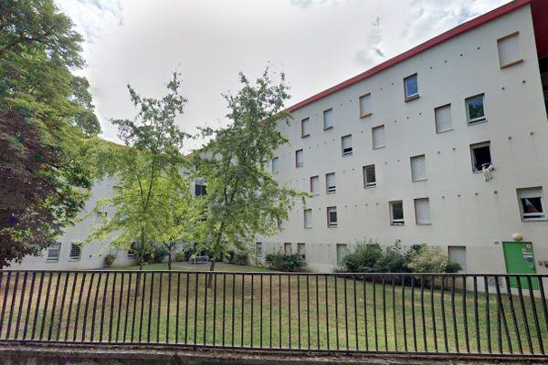 La résidence universitaire Jussieu du Crous de Lyon, est située à Villeurbanne, juste en face du campus de la Doua.