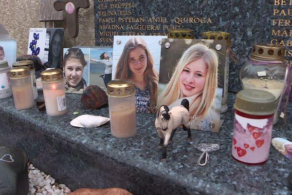 Une cérémonie un peu particulière avec un dépôt de gerbes au cimetière pour ne pas oublier les 149 victimes.