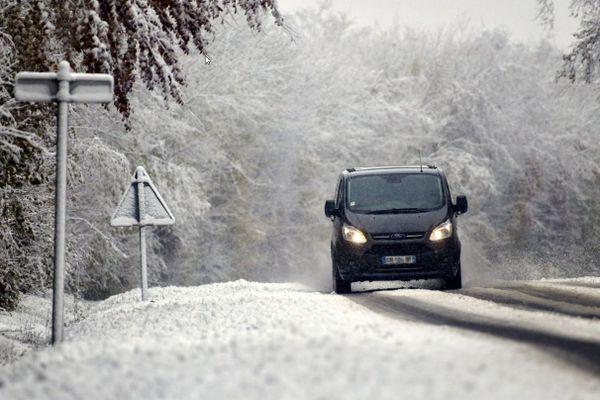 Une vigilance jaune est lancée pour neige et verglas dans l'Ain et la Loire, dans la nuit du lundi 30 novembre au mardi 1er décembre. Photo d'illustration.