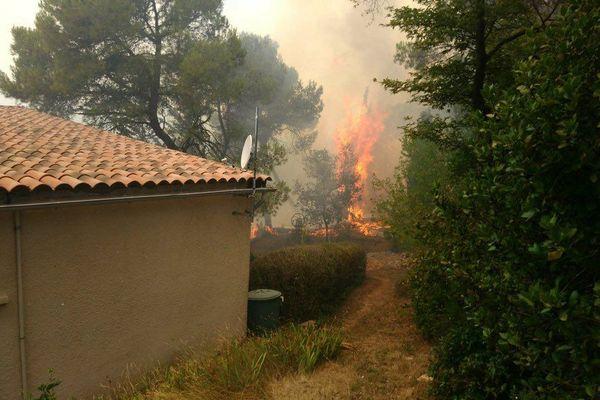 Lotissement menacé par un incendie à Rustiques (Aude)