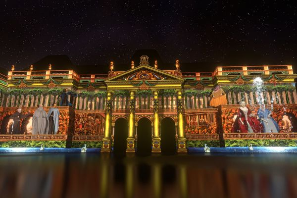 Le château de Lunéville et son spectacle «Les Métamorphoses du Château,  Le Réveil du Rocher aux Automates »