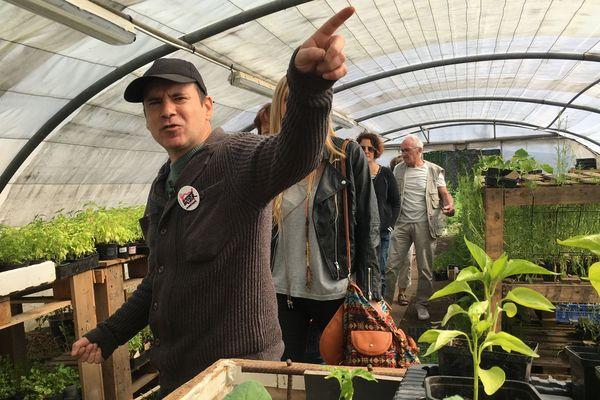 Ludovic Leblond, salarié des Jardins du Coeur joue le guide pendant les journées portes ouvertes