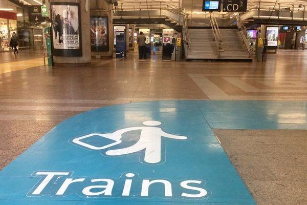 A la gare de Lyon Part-Dieu, le début du déconfinement du 11 mai se prépare. Une signalétique de distanciation entre usagers a notamment été mise en place. 7 mai 2020