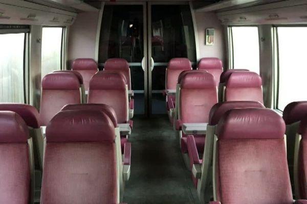 Les sièges de ces automoteurs 72 500 moisissent peu à peu