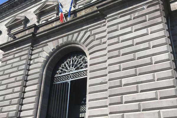 La Cour d'Assises du Puy-de-Dôme examine jusqu'au mercredi 13 décembre le meurtre d'un homme qui s'est déroulé à Clermont-Ferrand en 2015.