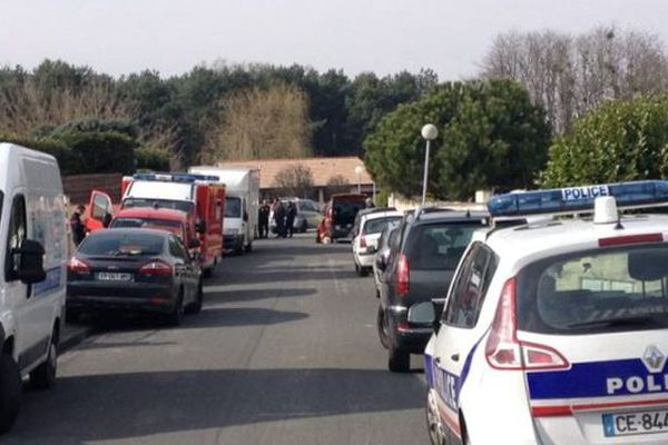 la zone pavillonnaire de la rue la grange à Lormont bouclée par la police