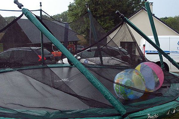 A Bourdainville, ce trampoline s'est envolé après le passage de la tempête.