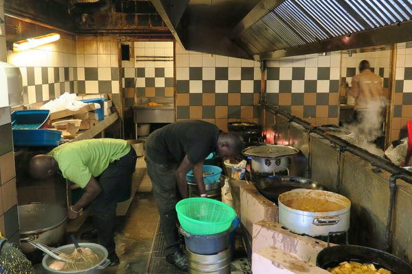 Une cuisine dans l'ancien foyer Bara à Montreuil (Seine-Saint-Denis).