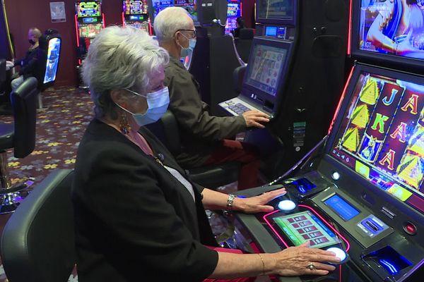 Ce 19 mai, dans le respect des jauges imposées, le casino de Bagnoles-de-l'Orne affichait presque complet dès le matin !