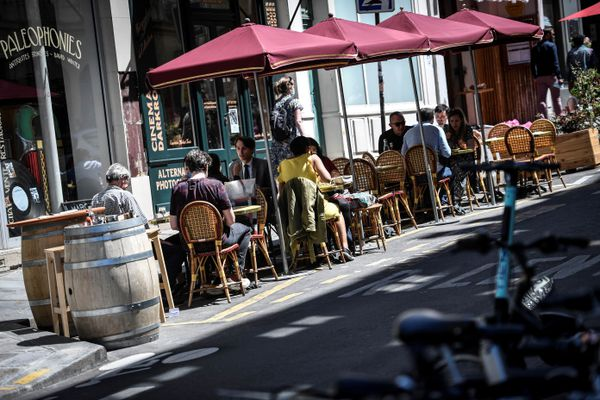 les terrasses éphémères parisiennes vont devenir pérennes tous les étés